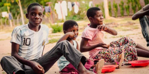 Malawi Kids eating